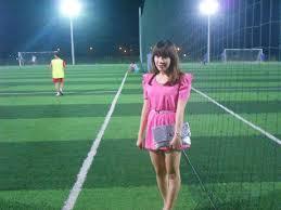 hot girl trên sân cỏ nhân tạo 3