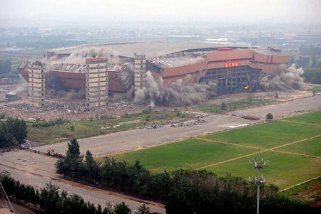 Sân bóng cỏ nhân tạo trong nhà lớn nhất Châu Á bị xóa sổ