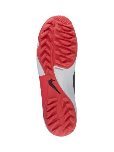 Loại giày nào phù hợp để đá trên sân cỏ nhân tạo