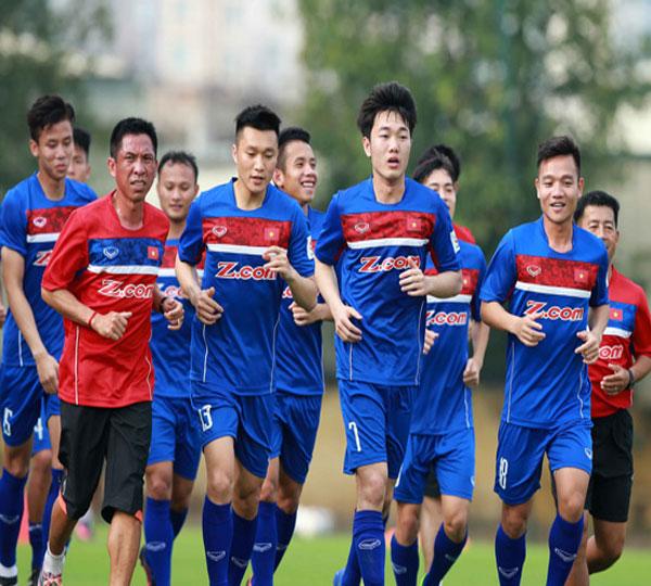 ĐT Việt Nam tập sân cỏ nhân tạo trước trận gặp Afghanistan