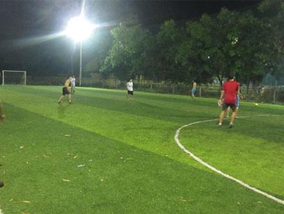 Cách bảo quản cỏ nhân tạo sân bóng đá bền đẹp