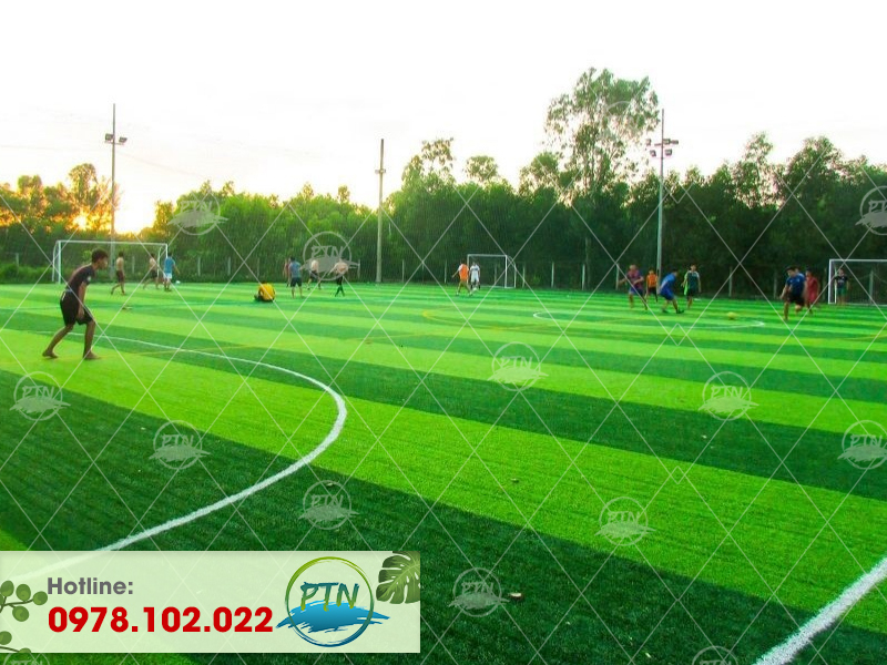 Thi công Sân bóng cỏ nhân tạo Thăng Long - Phố Nối - Hưng Yên