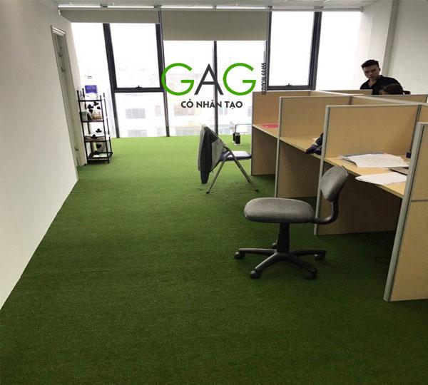 Trang trí văn phòng bằng cỏ nhân tạo sân vườn