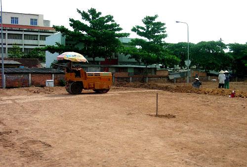 chi phí đầu tư thuê đất 1 sân bóng đá cỏ nhân tạo